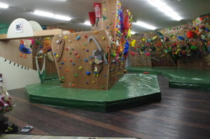 bouldering-navi-gym-green-arrow-nishifunabashi1