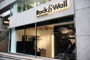 東京都渋谷区のボルダリングジム『Rock&Wall』
