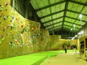 bouldering-navi-jym-climbingjam-wall